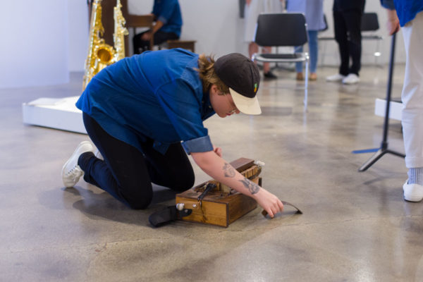Marta Tiesenga (saxophones), Kunsthalle for Music, Museum of Contemporary Art Santa Barbara, 2019, Courtesy MCASB, Photo: Alex Blair.