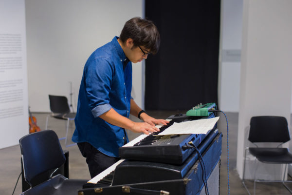 Diego Gaeta (keyboard), Exhibition View, Kunsthalle for Music, Museum of Contemporary Art Santa Barbara, 2019, Courtesy MCASB, Photo: Alex Blair.